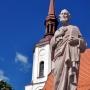 Święty Piotr (bo z kluczami) na tle