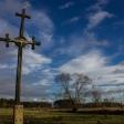 Stary drewniany krzyż przydrożny